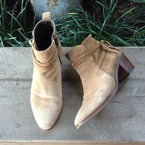 Kanna tan Suede booties Size 7